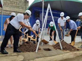 ZAMBOANGA. West Metro President and Chief Executive Officer Ramon Diaz (left) leads the groundbreaking Monday, June 24, 2019, for the construction of the multi-million cancer center in Zamboanga City. (Bong Garcia)