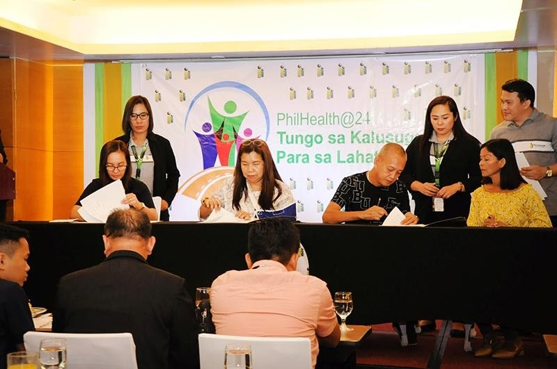 HEALTHY AGREEMENT. The PhilHealth 7 inks a memorandum of agreement with Mactan Airport Porters' Association (Mapa-Alu) in the enrollment of the latter's members under the group enrollment program of the state health insurer. Representing the PhilHealth 7 were (seated from left) Jenet Ann Advincula, field operations chief, and Lourdes F. Diocson, regional vice president; while Mapa-Alu was represented by its chairman Delfin Fornolles Jr. (seated, third from left), who was with Editha Doblado, Mapa-Alu cashier. (Contributed photo)