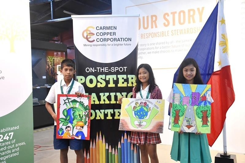 YOUNG ARTISTS. Carmen Copper Corp. awards young artists (from left) Clarince Kent Kilag, Princess Arzenette S. Tinampay and Nheriza B. Tocmo for winning the third, first and second prizes, respectively, in its environment-oriented poster-making contest. (Contributed photo)