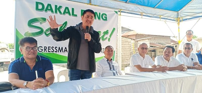 PAMPANGA. Third District Rep. Aurelio 'Dong' Gonzales Jr. expressed his full commitment to fund vital infrastructure projects in his district. With him are DPWH District Engineer Almer Miranda, Vice Mayor Jimmy Lazatin and Councilor-elect Ariel Carreon. (Photo by Ian Ocampo Flora)
