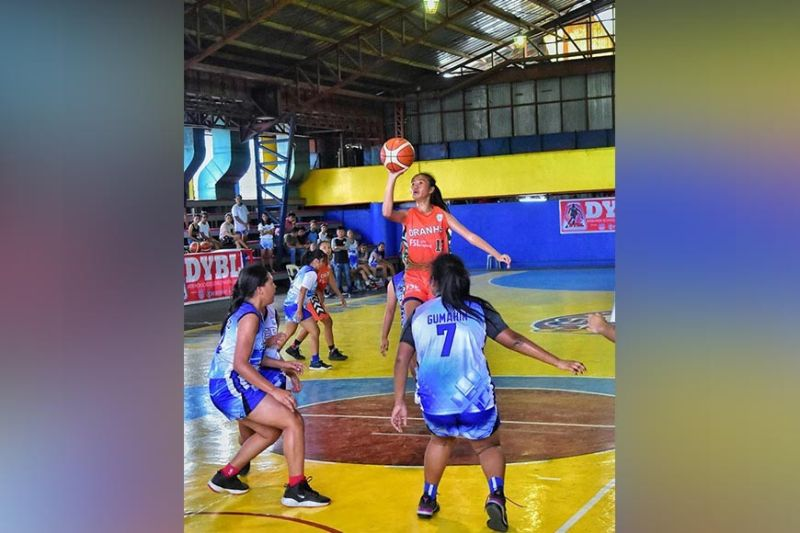 DAVAO. Mecca Gumapac of Daniel R. Aguinaldo National High School (Dranhs) shoots against Assumption College of Davao (ACD) defenders during the opening game of the 2019 Liga Pinay Inter-High School Girls Basketball League at the Gaisano Grand Citimall SkyGym over the weekend. (Macky Lim)