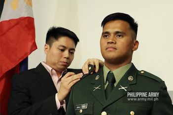 MANILA. Second Lieutenant Reniel dela Cruz, a West Point graduate from Baybay, Leyte, receives his Philippine Army rank insignia during a ceremony in Quezon City. (Photo courtesy of Philippine Army Facebook page)  onerror=