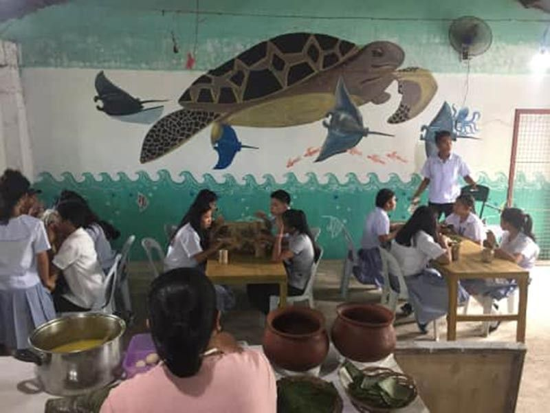 "CAUAYAN. Students having their recess at the ""Wala Usik"" canteen. (Photo BY PRRFCI)"