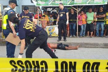 CAGAYAN DE ORO. Giimbestigahan sa Scene of the Crime Operatives (Soco) ang nahitabong pagpamusil sa usa ka lalaki sa Valenzuela Road, Agora, Lapasan, dakbayan sa Cagayan de Oro. (Kris C. Sialana)