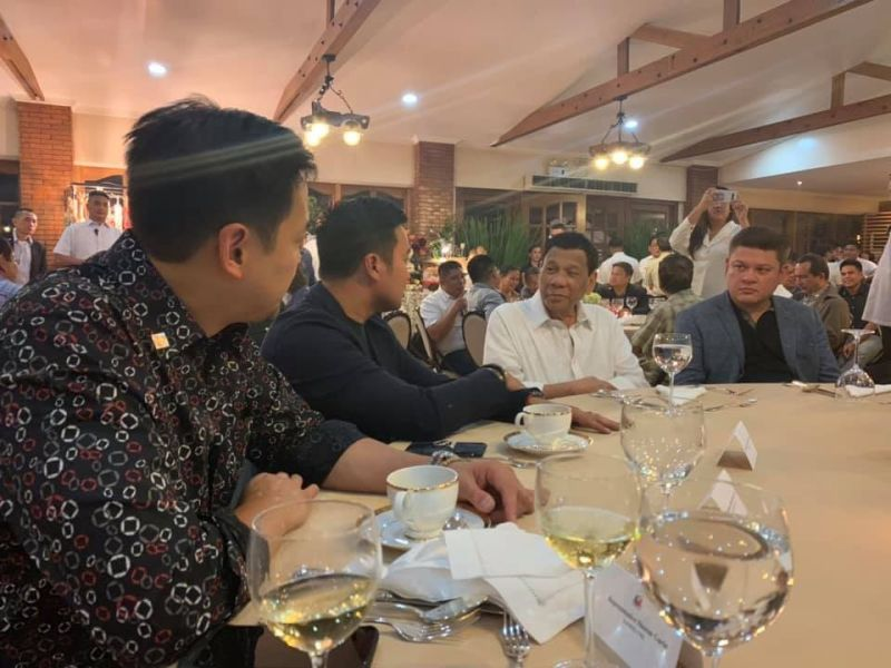 MANILA. In this photo taken on June 18, 2019, Marinduque Rep. Lord Allan Jay Velasco (second from left) chats with President Rodrigo Duterte and congressman-elect Paolo