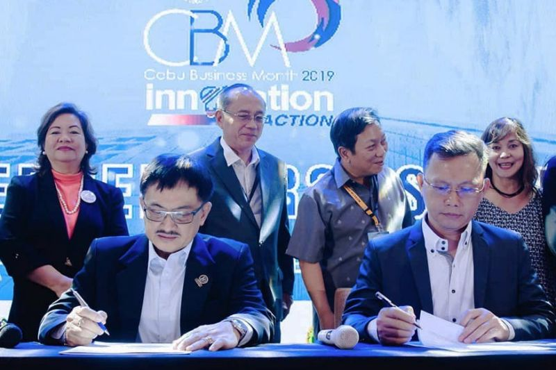 COLLABORATION. Seated from left, Cebu Chamber of Commerce and Industry president Virgilio Espeleta Jr. and Philippine Institute of Certified Public Accountants-Cebu Chapter president Wendell Ganhinhin lead the signing of an agreement that will help businesses in Cebu to be compliant with the country's updated tax system and policies. (Contributed photo)