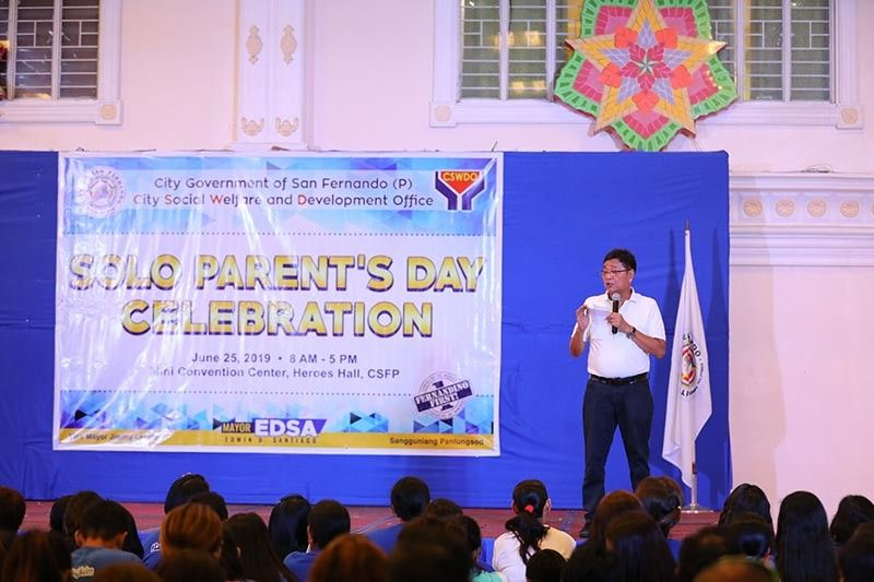 """PAMPANGA. Mayor Edwin """"EdSa"""" Santiago gives words of encouragement to solo parents in the City of San Fernando during the celebration of Solo Parents' Day on June 25, 2019 at the Heroes Hall. (CSF-CIO Photo)"""