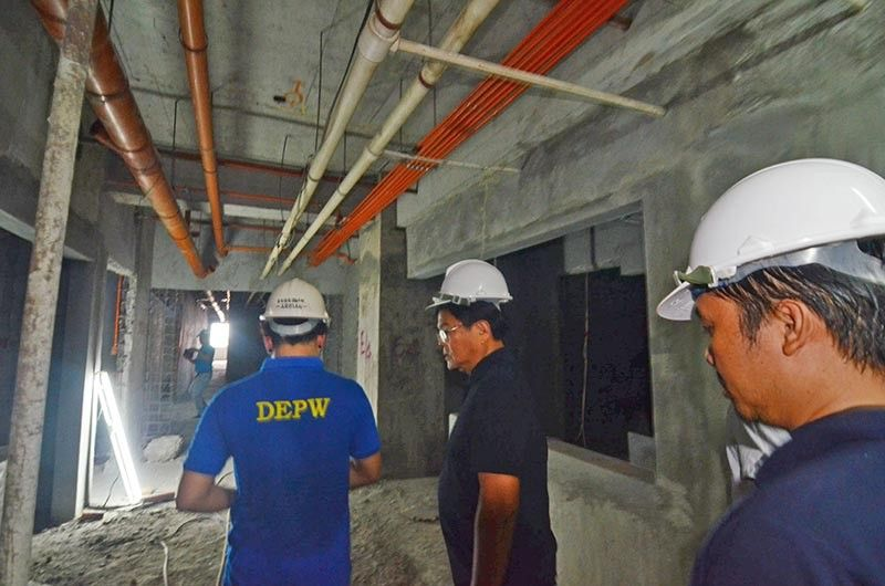 SURVEY. Cebu City mayor-elect Edgardo Labella conducts a surprise ocular inspection on the ongoing construction of the new Cebu City Medical Center on Natalio Bacalso Ave., Cebu City on Wednesday, June 26, 2019. (SunStar photo / Alan Tangcawan)