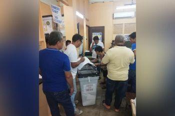 LAGONGLONG. Nag-request og recount ang kaatbang ni Lagonglong Mayor Jap Puertas nga si Danilo Gadrinab hinungdan nga gipangkuha sa Regional Trial Court (RTC) ang mga balota. Si Puertas nakakuha og 7,990 votes batok kang Gadrinab nga adunay boto nga 5,134. (Tampo nga hulagway)
