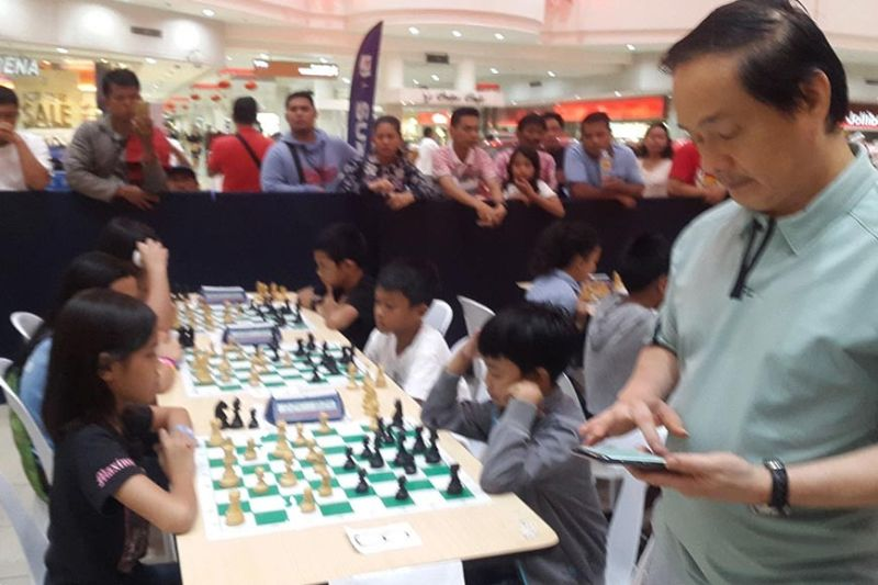 CAGAYAN DE ORO. National Master Roly Tan is seen here during the Masters Class Chess School kiddies tournament, early this year, at Limketkai Mall, Cagayan de Oro City. (Lynde Salgados)