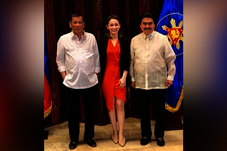 MANILA. Bacolod City Mayor Evelio Leonardia (right) was one of selected local officials who were invited to take their oath before President Rodrigo Duterte in Malacañang Tuesday, June 25, 2019. Joining them in this photo is Malacañang protocol officer Jasmin Egan (center). (Contributed Photo)