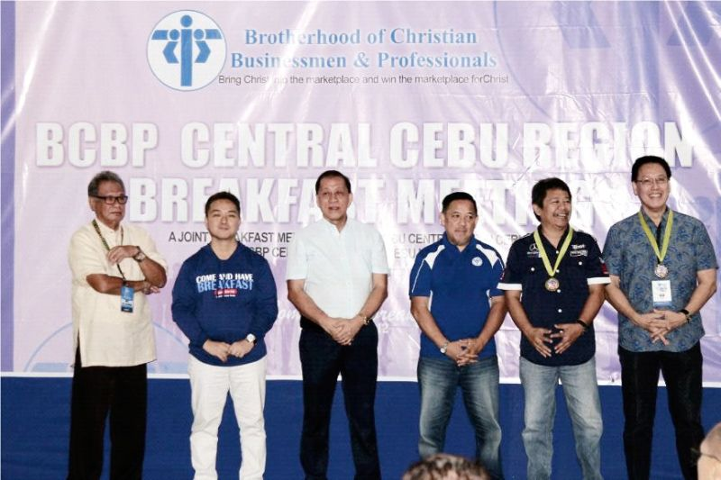 BROTHERLY GAME. Brotherhood of Christian Businessmen and Professionals (BCBP) members show their unity during the awarding ceremony for the winners of their sports festival. In the picture are (from left) Boy Villanueva, member of BCBP's board of trustees; Ariel Uy, chapter head, Cebu North; Mario Siao, regional council director, Central Cebu Region; Jimmy Escaño, chapter head, Cebu Central; Rikki Samson, chapter head, Cebu East; Ed Shan, chapter head, Cebu Northeast. (Contributed foto)