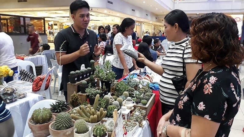 CAGAYAN DE ORO. Apart from the mini concert, entrepreneurs and businesses displayed their organic and eco-friendly products in their booths located near the stage. (Jo Ann Sablad)