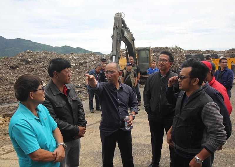 BAGUIO. Mayor Benjie Magalong holds a meeting with department heads at the Irisan controlled dump facility to address the waste management issues. (Photo by Jean Nicole Cortes)