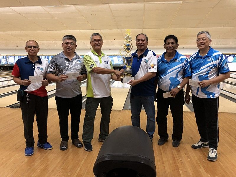 MONTHLY CHAMPION. Docdoc Gothong (third from right) receives the trophy from Cetba president Eric Bucoy (third from left) after winning the Cetba Monthly Tournament. (Contributed Photo)