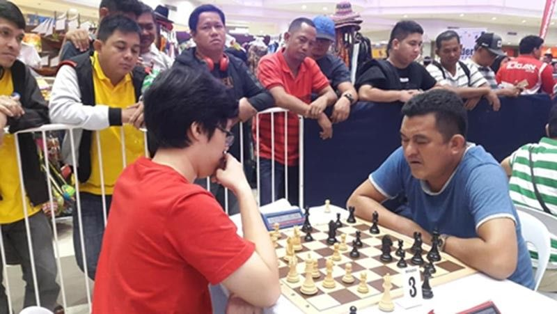 CAGAYAN DE ORO. Local hero Johnnel Balquin, in the jaws of defeat, fashions out a victory against International Master Jan Emmanuel Garcia to bag the third prize honor of the 2nd Robert Tan Memorial Cup individual rapid chess event. (Lynde Salgados)