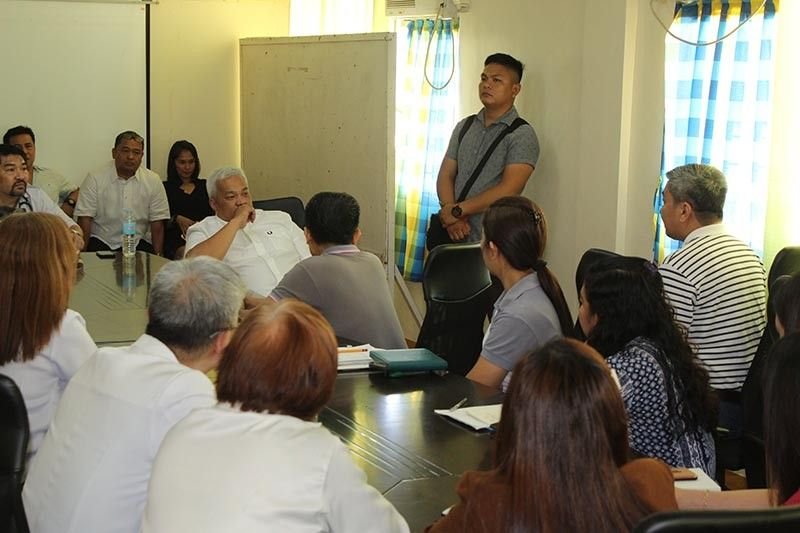 "PAMPANGA. Angeles City Mayor Carmelo ""Pogi"" Lazatin Jr. meets with the officers and employees of the Ospital ning Angeles (ONA) Wednesday morning, July 3, 2019. Lazatin tells the ONA officers and employees to improve delivery of health services to poor patients. (AC-CIO Photo)"