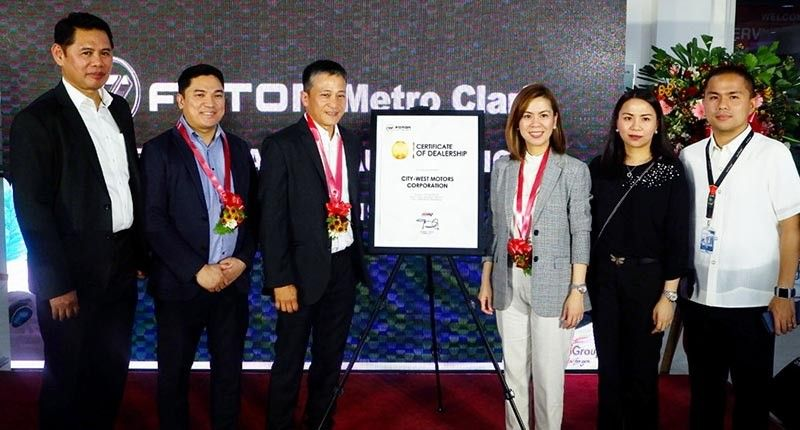 PAMPANGA. Foton-United Asia Automotive Group Inc. President Rommel Sytin (3rd, left) presents the Foton Metro Clark certificate of dealership to Laus Group of Companies Chairman and CEO Lisset Laus-Velasco (3rd, right) during the opening day July 3, 2019. Joining them are LGC executives Donald Calma, Alfie Adriano, Carisa Laus and LA Laus. (Jovi T. De Leon)