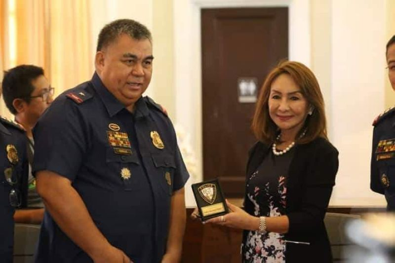 FRUITFUL MEETING. Police Regional Office 7 Director Debold Sinas meets Cebu Gov. Gwendolyn Garcia on Wednesday, July 3, 2019. The two officials discussed several matters, including the governor's decision not to recall Province-donated police cars from the police stations.  (Contributed Photo)