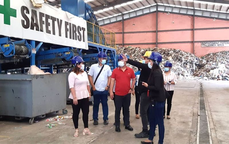 CEBU. Mandaue City Mayor Jonas Cortes visits the Guun Corp. Limited recycling plant in Barangay Tayud, Consolacion to inspect the residual waste collected from Mandaue City. (ANV)