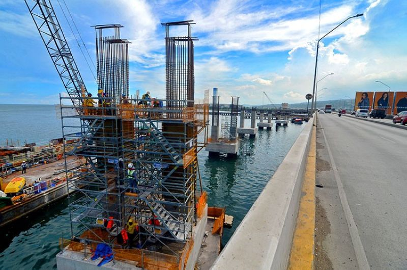ON SCHEDULE BUT A LONG WAY TO COMPLETION. The piers of the third Cebu-Mactan bridge are up. The eight-kilometer, cable-stayed bridge that will link Mambaling, Cebu City to Cordova town in Mactan Island is scheduled for completion in 2021. It will be known as the Cebu-Cordova Link Expressway (CCLEX). (Alan Tangcawan)