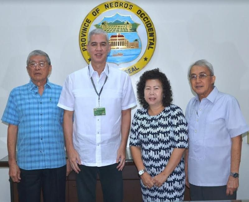 BACOLOD. Metro Bacolod Chamber of Commerce and Industry president Roberto Montelibano (left), chief executive officer Frank Carbon (right) and secretary lawyer Juliana Carbon (second from right) during their courtesy visit to Negros Occidental Governor Eugenio Jose Lacson (second from left) at the Provincial Capitol in Bacolod City Friday, July 5, 2019. (Richard Malihan)