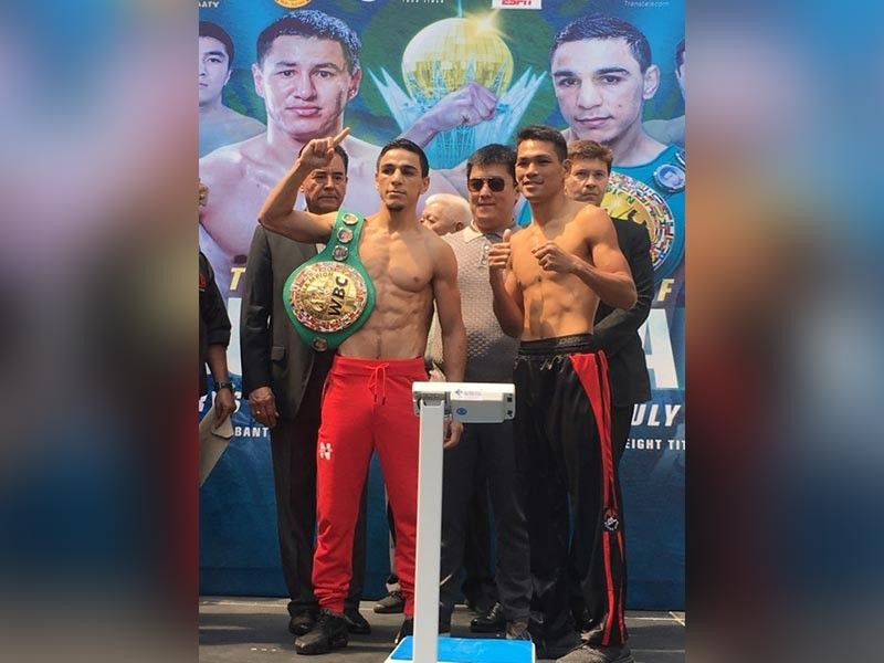 NO. 3. After losing in two previous attempts, Arthur Villanueva (left) is hoping his third attempt for a world title will finally win him one. (Contributed Photo)