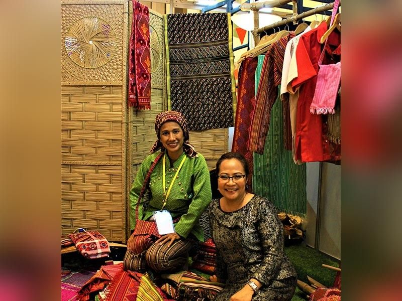 BAGUIO. With Evelynda Otong, a fourth generation weaver from Basilan with Yakan textile. (Photo by Osharé)