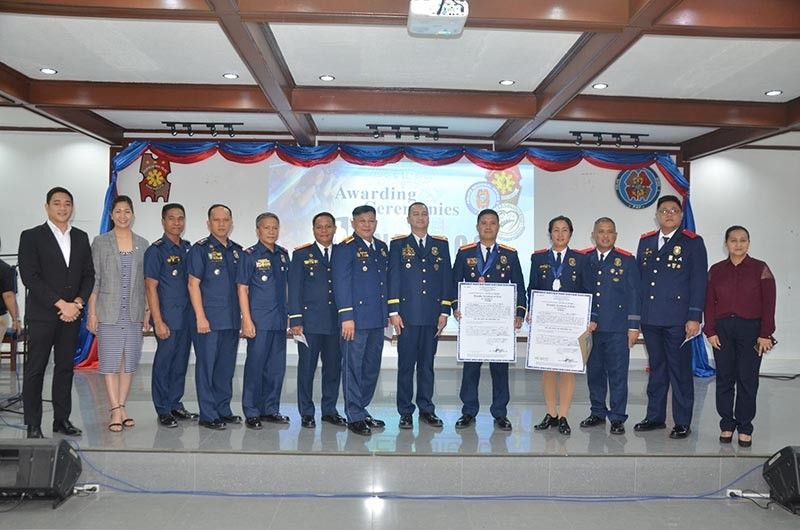 P/Capt. Dennis Duran, a member of the Regional Mobile Force Battalion (RMFB3) (R-5) and P/Master Sgt. Melody Rodriguez of Police Regional Office-3 (PRO3) Regional Headquarters are winners of the 1st PRO3 Men of Excellence (R-4). (Ric Sapnu)