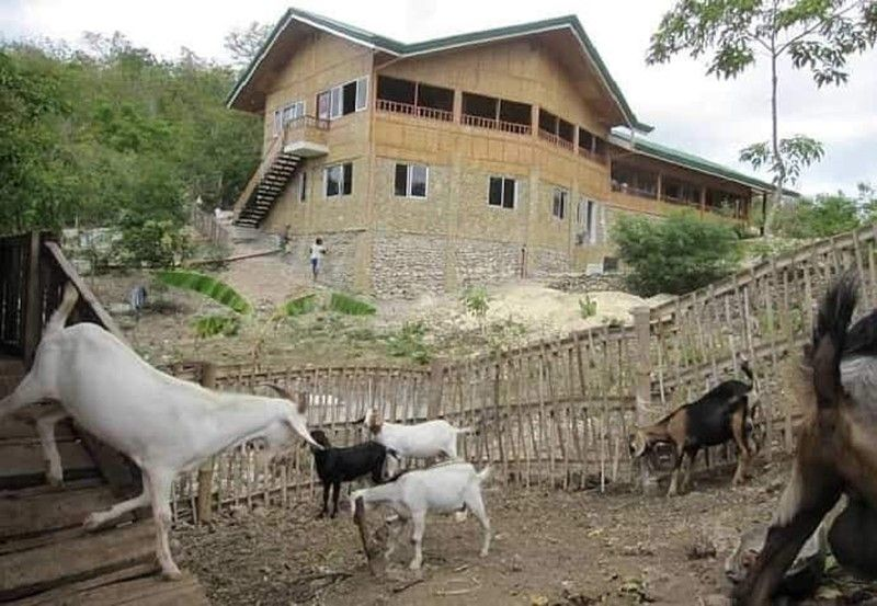 ACCREDITED FARM. Tourists who will visit Arapal Nature Retreat in Bogo City will get to feed and bond with the animals as part of the farm's activities. The Department of Tourism 7 is inviting farm owers to register their properties with the agency. (Contributed Photo)