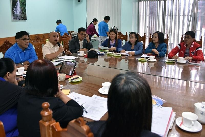 Benguet Governor Melchor Diclas presides a briefing with the different department heads and officials of the Benguet provincial government at the Capitol on Monday. Diclas asked for support from the people of Benguet to ensure sustainable development and progress for the province of Benguet in his term as governor.( Photo by Redjie Melvic Cawis)