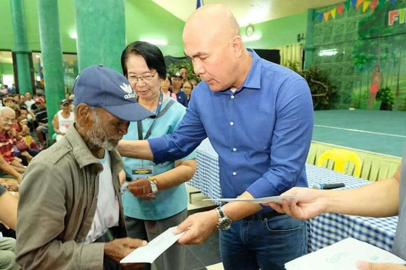 Mabalacat City Mayor Cris Garbo hands the pension of a senior citizen amounting to P1500 for the months of January to March this year. (Contributed Photo)