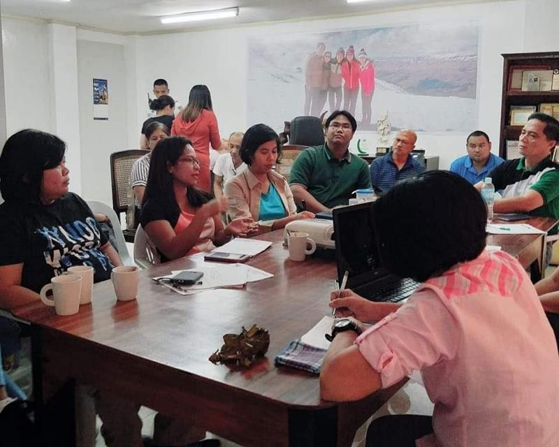 Provincial Veterinarian Renante Decena (right) in a meeting with district veterinarians and program coordinators at the PVO Office in Bacolod City on Friday.