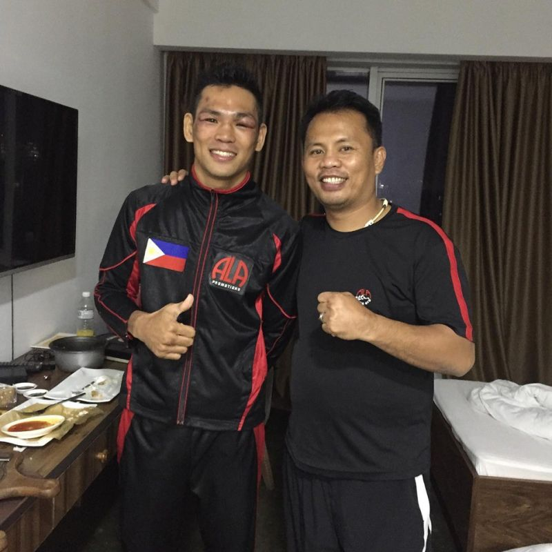 NEW CAREER. Arthur Villanueva (left), 30, is thinking of becoming a boxing trainer if he pushes through with his plan to retire from the sport. FOTO GRABBED FROM EDITO VILLAMOR'S FACEBOOK ACCOUNT
