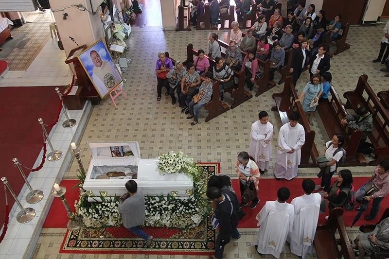 BAGUIO. Catholics in Baguio pay their respect to Baguio boy, environmentalist and retired Bishop Carlito Cenzon, who passed away at the age of 80 before his burial last week.  (Jean Nicole Cortes)