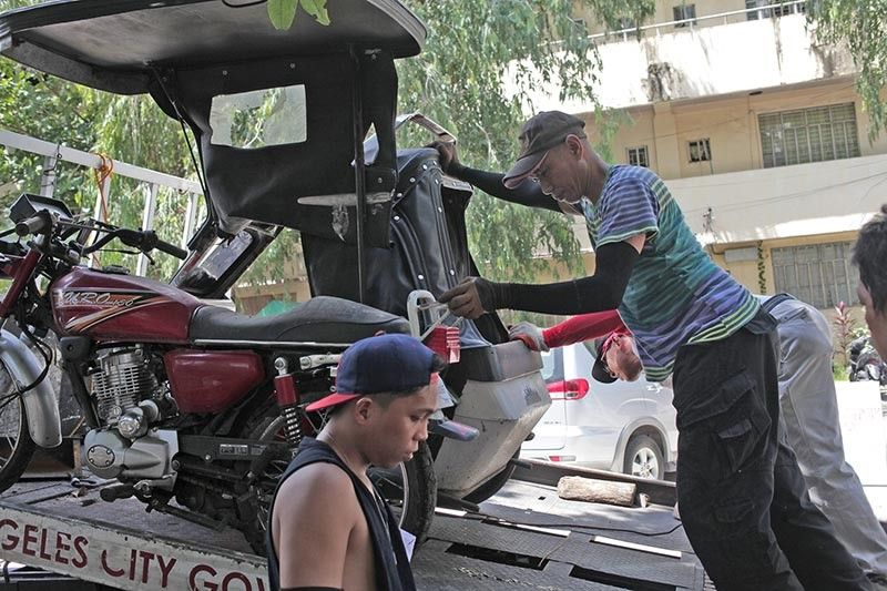PAMPANGA. Angeles City Mayor Pogi Lazatin Jr. has ordered the release of all impounded vehicles and damaged vehicles occupying the city hall parking area, to allow employees of the city hall and visitors to use the parking area where these impounded vehicles have been dumped. (Contributed Photo)