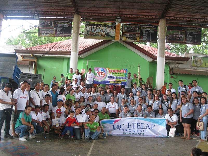 PROGRAMA SA CONSOLACION: Ang katawhan sa Barangay Pulpogan, Consolacion, Cebu nakabenepisyo sa outreach program sa grupo ug malampuson kini tungod sa daghang nanambong niini. (Tampo)