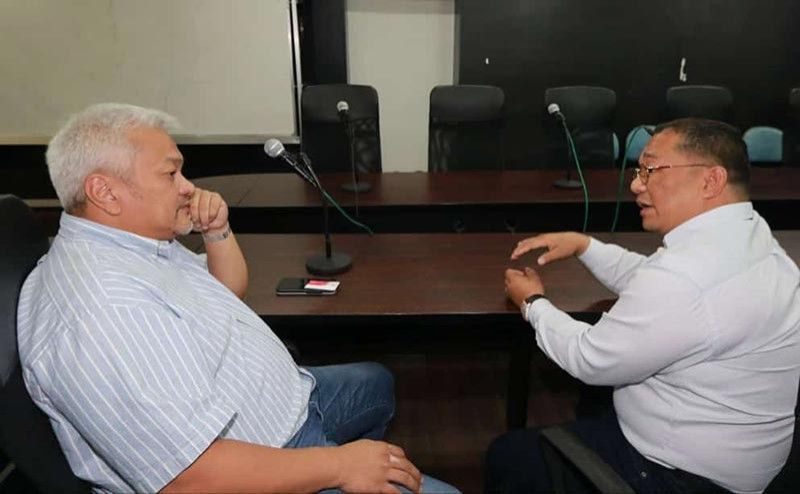 """Angeles City Mayor Carmelo """"Pogi"""" Lazatin Jr. (left) recently met with PNOC Renewable Corporation Director Albert Dela Cruz (right) to discuss the Solar Rooftop Program, a proposed Energy Efficiency Project for the City Government of Angeles. (Chris Navarro)"""