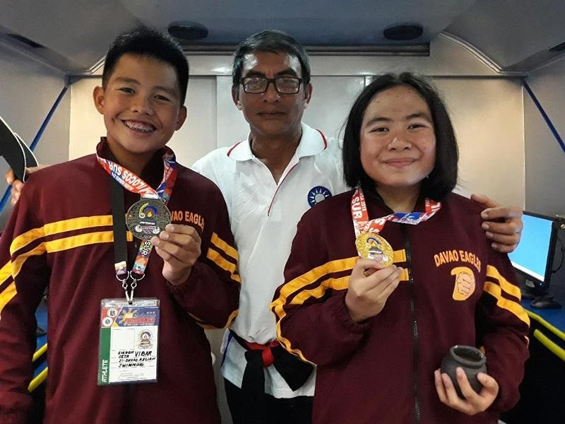 DAVAO. (From left) Eirron Seth Vibar, coach Jun Rodriguez and Juliana Marien Villanueva during last year's Palarong Pambansa 2018 in Vigan, Ilocos Sur. (Marianne Saberon-Abalayan/SunStar File)