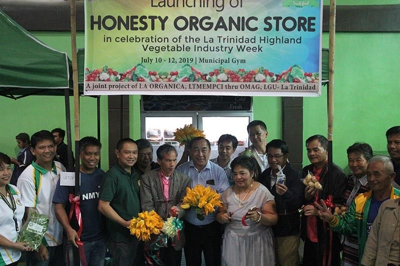 BENGUET. Local officials headed by La Trinidad Mayor Romeo Salda opens the first Honesty Organic Store of the vegetable town in celebration of the La Trinidad Highland Vegetable Industry Week. (Photo by Jean Nicole Cortes)
