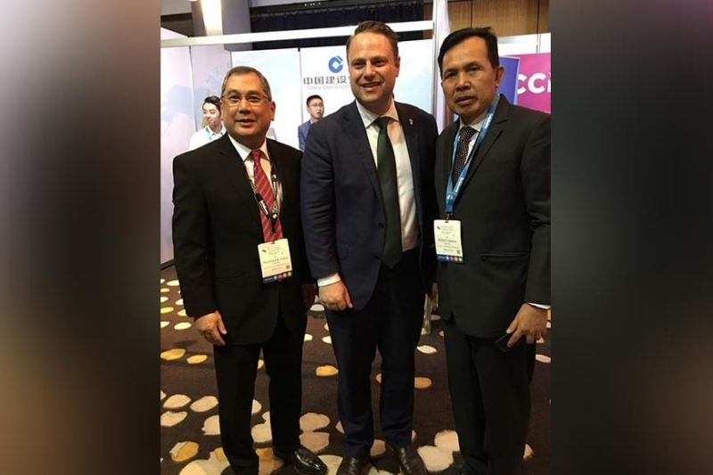 BACOLOD. Bago City Mayor Nicholas Yulo (left) with Brisbane Lord Mayor Adrian Schrinner (center) and Ridho Yahya from Indonesia at the sidelines of the three-day 2019 Asia Pacific Cities Summit and Mayors' Forum held in Brisbane, Australia until Wednesday. (Contributed photo)