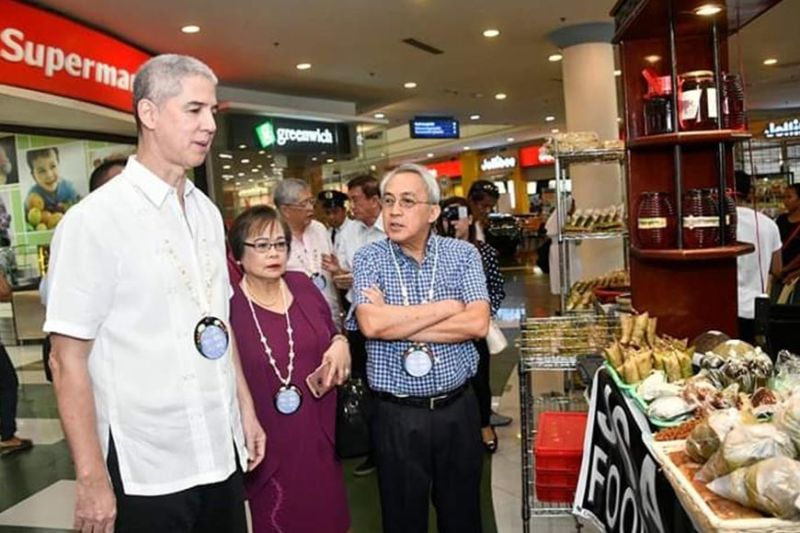 BACOLOD. PCCI-Western Visayas Director Donna Rose Ratilla (center) with Governor Eugenio Jose Lacson (left) and MBCCI chief executive officer Frank Carbon at the ongoing 11th Negros Business Week at Robinsons Place Bacolod. (Photo courtesy of MBCCI)