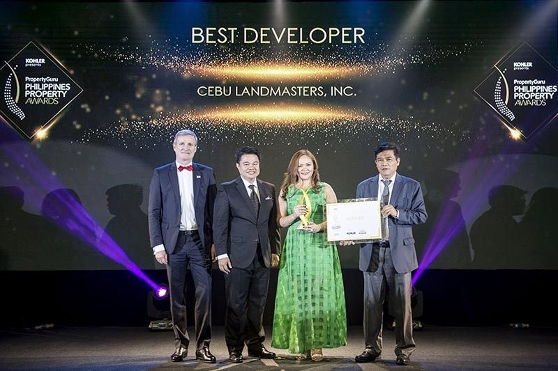 MGA OPISYAL SA KOMPANIYA: (gikan sa wala) sila si Christophe Vicic, country head sa JLL Philippines ug chair sa independent panel sa judges nga nipresenta sa Best Developer (Philippines) award ngadto sa Cebu Landmasters nga giresent
