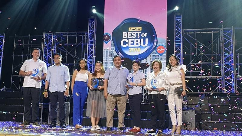 The 2018 Best of Cebu awardess with SunStar president Julius G. Neri, Jr.