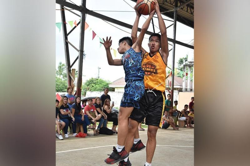 DAVAO. Kagan Tribe's Alced Labawan of Davao Jones Academy is defended by Mikhael Cromwell Joseph of Assumption College of Davao in their recent cadet division encounter of the Davao Youth Basketball League 2019. (Rael Diaz/Red Sports Events)