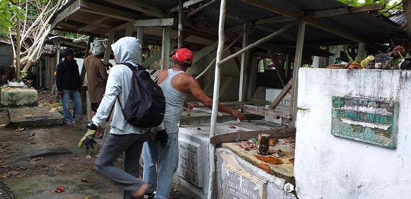 SAMAL. Nagpatuman og clean up drive sa Peñaplata Cemetery human gideklara og state of calamity ang lokal nga kagamhanan tungod sa dengue. (Samal Island Information Facebook post)