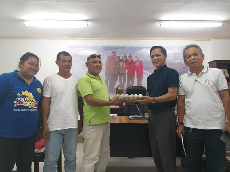 BACOLOD. San Enrique Paravet Association represented by its chairman Neil Limen (third from left) and secretary Mamerto Puedan (second from left) with PVO personnel led by Provincial Veterinarian Renante Decena (second from right) during the symbolic turnover of the group's salted egg products using coconut water at the PVO Office in Bacolod City recently. (Contributed photo)
