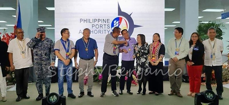 CAGAYAN DE ORO. Gitambongan mga dagkong opisyal sa siyudad sa Cagayan de Oro ug Misamis Oriental ang inagurasyon sa bag-ong passenger port terminal sa Macabalan Port ning siyudad. (Steph V. Berganio)