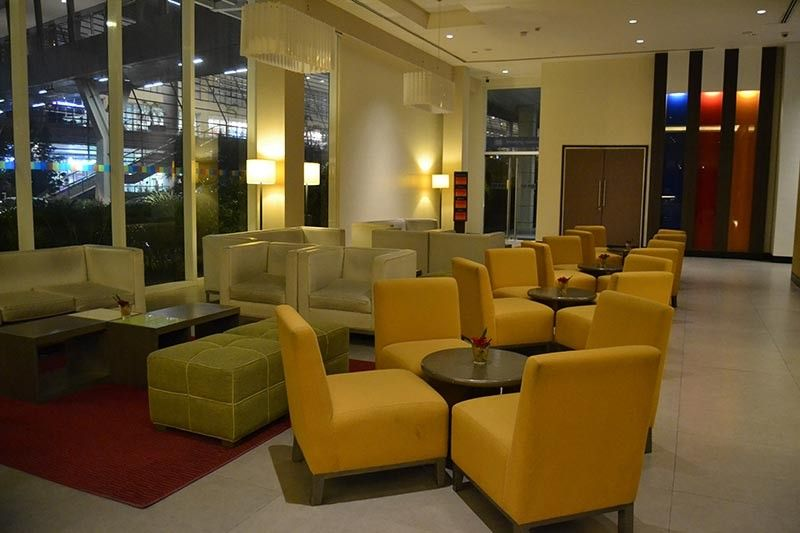 DAVAO. The hotel's seating area at the lobby. (Photo by Reuel John F. Lumawag)
