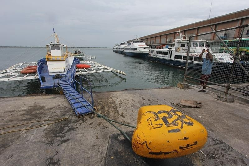 QUIET. Several fastcraft and motorbancas are anchored at the Cebu port following the cancellation of trips due to the rough seas felt in Cebu on Tuesday, July 16, 2019. (SunStar Photo/Amper Campaña)